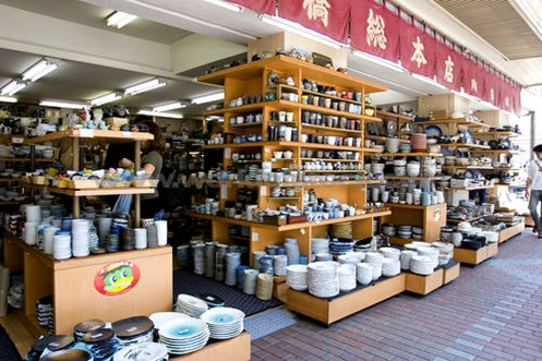 Ly gốm được bày bán rất nhiều tại Nhật bản